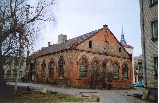 http://www.balticgen.com/images/near%20countries/Joniskis,%20Lithuania%20synagogue.jpg